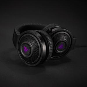 Das Razer Kraken 7.1 Chroma mit eingefahrenem Mikrofon